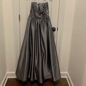 Formal/Bridesmaid Dress. Size 4. Like new.